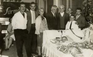 Yedi yaşımda sünnet düğünümde çekilmiş bu fotoğraf karesi olmasaydı dedemi,anneannemi babamı nasıl hatırlıyacaktım.